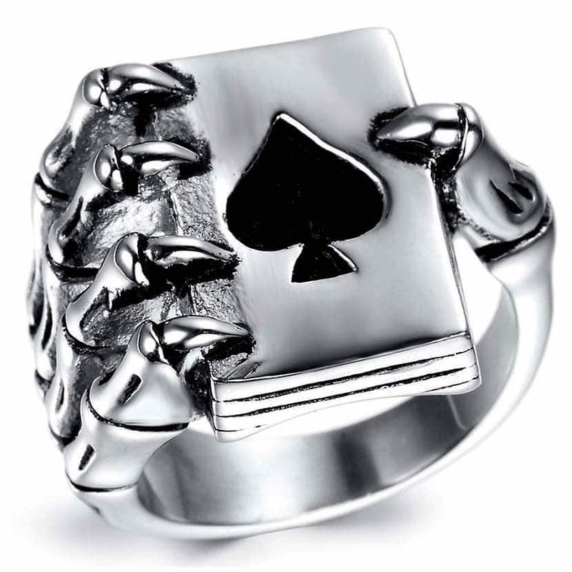 Poker Hand Schädel